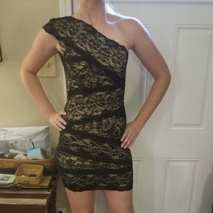 Gorgeous lace Bebe dress size small